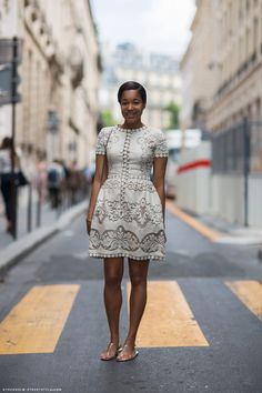 Streetstyle: Valentino little white lace dress and flats. This cut is very flattering! African Attire, African Wear, African Fashion, Valentino 2017, Valentino Dress, Street Chic, Street Style, Lace Dress, Dress Up