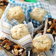 Buttery Potato Chip Cookies Recipe Can't decide whether to bring chips or cookies to the tailgate? These crisp and buttery cookies make plenty for the crowd, and will keep people guessing the secret ingredient. Chip Cookie Recipe, Cookie Recipes, Snack Recipes, Dessert Recipes, Potato Chip Cookies, Potato Chips, Buttery Cookies, Yummy Cookies, Just Desserts