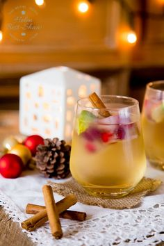 This delicious easy Christmas cocktail is a fruity touch of a toned gin, it is slightly spicy and is perfect for the crowd, especially during the holidays. Do you have a lot? via Helen @ Fuss Free Flavors Christmas Gin, Christmas Party Food, Xmas Food, Holiday Parties, Christmas Canapes, Office Christmas, Xmas Party, Gin Tonic, Festive Cocktails