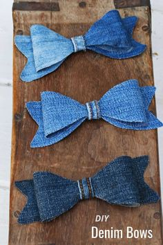 How to make two different types of denim bow ties from old upcycled old jeans. Includes a free template. The denim bows make a fun decoration. Diy Father's Day Crafts, Father's Day Diy, Upcycled Crafts, Diy Craft Projects, Sewing Crafts, Cool Bow Ties, Make A Bow Tie, How To Make Bows, Sewing Patterns For Kids