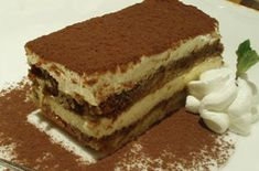 Tiramisu---another one of my fav desserts. Köstliche Desserts, Dessert Recipes, Easy Dinner Party Recipes, Cake Day, Vegetarian Cake, Pound Cake Recipes, Let Them Eat Cake, Love Food, Sweet Treats