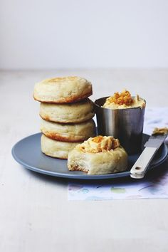 Homemade Crumpets & Honeycomb Butter (crumpets are made with both yeast and baking powder and they are cooked in frying pan in metal rings. Homemade Crumpets, Tapas, Pancakes, Good Food, Yummy Food, Sandwiches, Sweet Recipes, Sweet Tooth, Sweet Treats