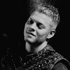 Ivar Vikings, Vikings Ragnar, Ragnar Lothbrok, Ivar Le Désossé, Ivar Ragnarsson, Viking Aesthetic, Sons Of Ragnar, Vikings Show, Vikings Travis Fimmel