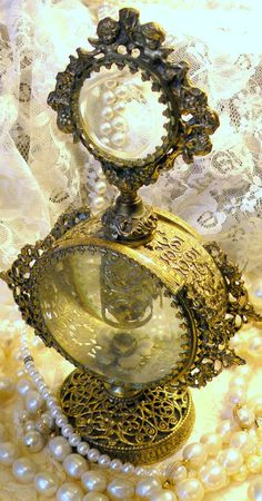 old-time-inspiration:  Perfume Bottle