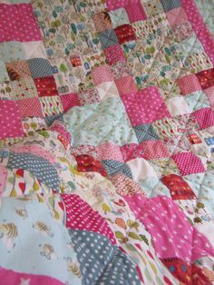 Busy Bee - a commissioned quilt by Adaliza Busy Bee, Little Houses, Quilts, Blanket, Fabric, Scrappy Quilts, Tejido, Tiny Houses, Tela