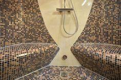 Shower with heated benches, Dampfdusche mit beheizten Sitzen