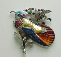 VINTAGE-TRIFARI-CROWN-ENAMEL-EXOTIC-BIRD-FUR-CLIP-RHODIUM-PLATED-PAT-PEND