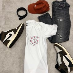 Outfit of the Week (#5) - 'Light Work 💪'  T-Shirt - Uniqlo x KAWS BFF Pocket  Jeans - Tommy Hilfiger Scanton Slim Fit Distressed  Shoes - Air Jordan I x Travis Scott  Belt - Louis Vuitton Initiales Damier 40mm  Cap - Kith Classic