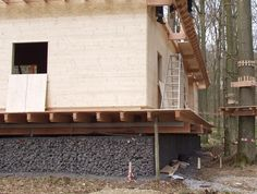 The perfect Gabion foundation for a building in lightweight wooden construction-my cottage. Modern Barn House, Gabion Wall, Wooden Cottage, House Foundation, Building Systems, Construction, Natural Building, Small House Design, Gardens