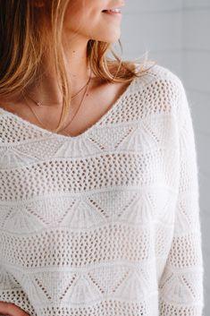 Ce modèle de pull en maille ajouré pour femme couleur écru, ajoute une  touche douce 3d15937cb7c