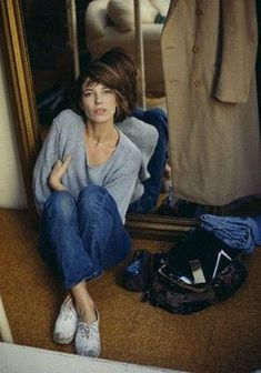 jane birkin : grey wide jumper, jeans and (dirty) canvas shoes Gainsbourg Birkin, Serge Gainsbourg, Gianni Versace, Looks Style, Style Me, Style Jane Birkin, Looks Jeans, Charlotte Gainsbourg, Inspiration Mode