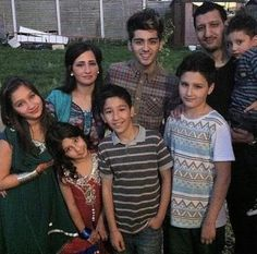 Zayn and his family:)