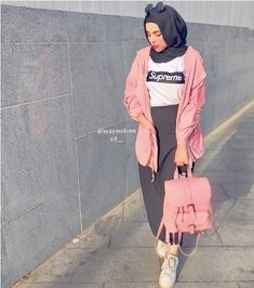 Looking for new outfit ideas and some inspiration? Just take a look at these lovely hijab outfits and get inspired. Street Hijab Fashion, Muslim Fashion, Modest Fashion, Skirt Fashion, Fashion Dresses, Hijab Style Dress, Casual Hijab Outfit, Hijab Chic, Casual Wear