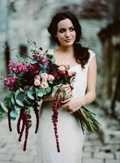 Phenomenal pink and red pageant bouquet by Roberto Monaldi | Photo by Cinzia Bruschini,