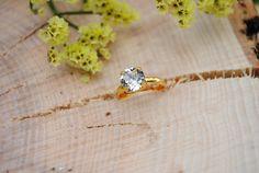 Ring Gold mit weißem Zirkonia *Strassstein* von Freche Goaß auf DaWanda.com