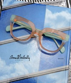 Anne et Valentin eyewear - Model PICTURE Funky Glasses, Cute Glasses, Glasses Frames, Face Jewellery, Jewelry, Eyewear Trends, Fashion Eye Glasses, Eye Frames, Womens Glasses