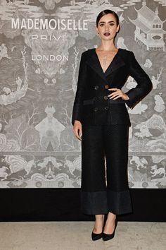 Pin for Later: Werft einen Blick hinter die Kulissen der neuen Chanel Ausstellung in London  Lily Collins