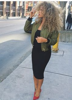 LBD W/pop of red and green👍 Winter Date Night Outfit Cold, Winter Date Outfits, Casual Date Night Outfit, Date Night Dresses, Fall Dress Outfits, Outfits For Vegas, Concert Outfit Fall, Date Night Fashion, Cute Outfits