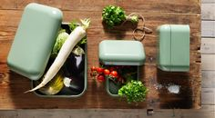 SNIKA green boxes with lids