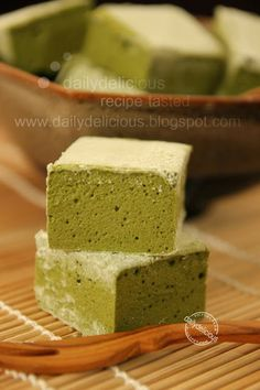 dailydelicious: Guimauve à Matcha or Green tea marshmallow: Bitter taste that you will enjoy.