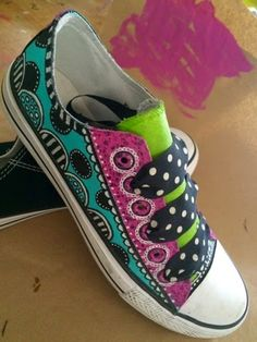 Tracy Scott/heARTistry: Painted Canvas Shoes; tutorial on her website. Aren't they cute!!! ♡♡