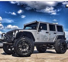 SILVER 4 DOOR JEEP JK WITH AWESOME WHEELS!