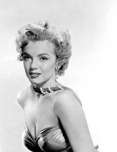 Marilyn photographed by Bruno Bernard, 1952.                                                                                                                                                     Plus