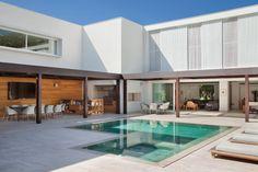 Brise's House by Brazilian architect Gisele Taranto