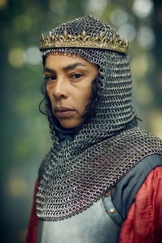 Sophie Okonedo in The Hollow Crown [images via]. - People of Color in European Art History Fantasy Story, High Fantasy, Medieval Fantasy, Medieval Knight, Medieval Art, Fantasy Art, Female Armor, Female Knight, Lady Knight