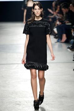 Christopher Kane Fall 2014 Ready-to-Wear Fashion Show - Charlotte Cardin-Goyer