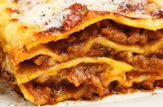 This is a great lasagna recipe that you hope there will be leftovers for the next day. Homemade Lasagna Recipe from Grandmothers Kitchen. Pasta Recipes, Beef Recipes, Cooking Recipes, Lasagna Recipes, Classic Pasta Recipe, Healthy Italian Recipes, Delicious Recipes, Pasta Casera, Grandmothers Kitchen