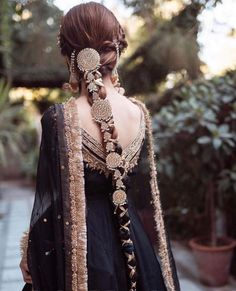 Pakistani Bridal Dresses, Pakistani Dress Design, Indian Dresses, Pakistani Wedding Hair, Indian Wedding Outfits, Indian Outfits, Braid Accessories, Indian Aesthetic, Fantasy Dress