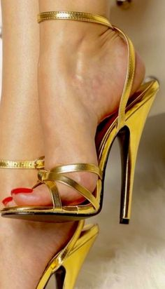 Many of u have asked if I share ur opinions that the attraction of sexy is cos it's a replica of an erecting hard cock? My answer is yes. Hot Heels, Sexy Legs And Heels, Sexy High Heels, Ankle Strap Heels, Strappy Heels, Stiletto Heels, Sexy Zehen, High Heel Pumps, Beautiful High Heels