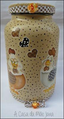 A Casa da Mãe Jana Mason Jar Crafts, Bottle Crafts, Mason Jars, Glass Jars With Lids, Bottles And Jars, Decoupage Jars, Chicken Coop Signs, Wine Painting, Recycled Glass Bottles