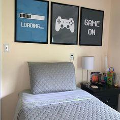 Preteen Boys Room, Grey Boys Rooms, Shared Boys Rooms, Teenage Boy Rooms, Gamer Bedroom, Bedroom Setup, Boys Bedroom Decor, Teen Boys Room Decor, Boys Game Room