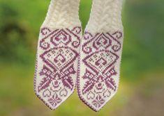 strikkesida: Hold hendene varme og velkledde i kulden.no Knit Mittens, Knitting Socks, Wrist Warmers, Crochet Hooks, Hold On, Free Pattern, Knitting Patterns, Diy And Crafts, Gloves