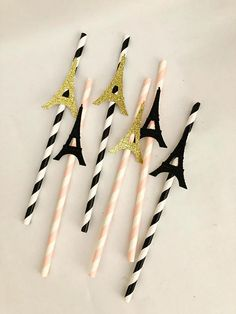 This paper straws with glitter Eiffel Tower toppers makes a lovely addition to your parties to make it really stand out! This listing is for a pack of 10 and 20 straws The Eiffel Tower is approximately 2 inches in size and the straws are 19.5cm Other colours and and designs available