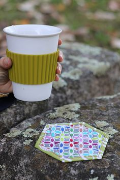 Hexagonal coasters tutorial! Fabric Squares, Different Fabrics, Quilting Projects, Fabric Patterns, Rabbit, Quilts, Blog, Photography, Scrappy Quilts