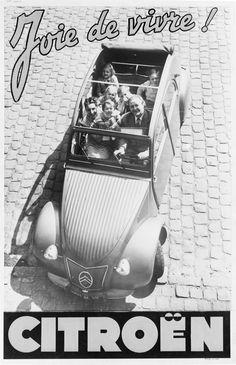 """CITROEN 2 CV...."""" la joie de vivre """" sans contrainte de sécurité , surnombre , enfant à l' avant et bien sûr pas encore de ceinture de sécurité !"""