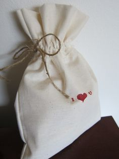 DIY simple drawstring gift bag- great for party favors :)