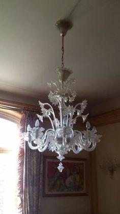 Lustre à 8 lumières torsadées en cristal blanc de Venise dans le