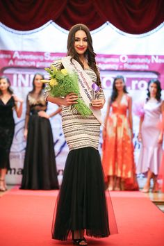 Beauty Contest, Important People, Beauty Pageant, Fashion Show, Fashion Design, Festival Fashion, Professional Photographer, Photo Sessions, Catwalk