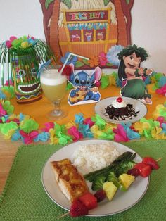 Post family Disney-theme night ideas HERE! Disney Inspired Food, Disney Food, Luau Birthday, Disney Birthday, Lilo And Stitch Movie, Lilo Stitch, Surfs Up Movie, Pineapple Salmon, Disney Family Movies