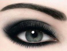 Augen Make up / Smokey Eyes - Smokey Eye Makeup Silver Smokey Eye, Smokey Eye Makeup, Makeup Eyeshadow, Eyeshadow Brands, Smokey Eyeshadow, Goth Eye Makeup, Pigment Eyeshadow, Makeup Brands, Makeup Geek