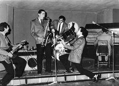 -جرای گروه بلک کتز در سالهای دور– The original Iranian rock and jazz band known as the Black Cats. The name of this band wasrevivedfrom the early 1990s by the Iranian diaspora community in Los Angeles. For more seeSelections and Memories of Iranian Popular Music of the 1960s…