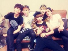 Eunhyuk tweeted his congrats to Henry's Solo debut. In this pic: Kyuhyun, Eunhyuk, Henry and Taemin, Kangin