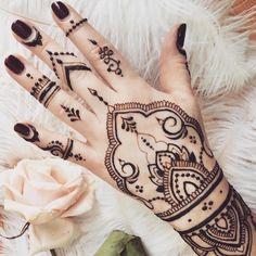 Для чудесной девушки @businkakireeva по дизайну @veronicalilu ❤#hengua #hennaart #heena #hennatattoo #mehendi #mehndi #хна #мехенди #росписьхной