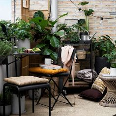 Small Space Summer Garden Inspiration At Granit – Curate & Display – Nordic Interiors and Lifestyle… Small Balcony Decor, Small Terrace, Balcony Plants, Terrace Garden, Balcony Gardening, Balcony Deck, Balcony Railing, Garden Art, House Plants