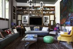One Dallas home stands on minimalist bones, but breathes bohemian eclecticism.