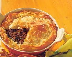 Kruidige WAANZINNIGE Gehakttaart Met Veel Kruiden recept | Smulweb.nl Dutch Recipes, Baking Recipes, Real Food Recipes, Yummy Food, Feel Good Food, I Love Food, Winter Dishes, Savory Pastry, Oven Dishes